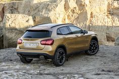 In a new video from Carwow, the BMW takes on the Mercedes-Benz GLA-Class and the Audi to see which luxury crossover is best. Mercedes Benz Gla, New Mercedes, Detroit, Luxury Crossovers, Audi Q3, Suv Cars, Compact Suv, Geneva Motor Show, Car Parking