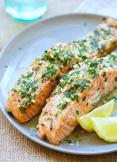 Butter salmon fillet recipe with garlic on paper - Fish Recipes Haddock Recipes, Salmon Recipes, Fish Recipes, Seafood Recipes, Cooking Recipes, Healthy Recipes, Fish Dishes, Seafood Dishes, Butter Salmon