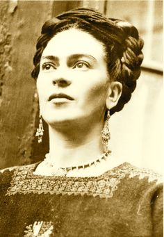 """I paint self-portraits, because I'm so often alone, because I am the person I know best."" – Frida Kahlo. Artist Frida Kahlo was considere. Diego Rivera, Famous Artists, Great Artists, Frida E Diego, Atelier D Art, Kunst Online, Mexican Artists, Black And White Portraits, Art Plastique"
