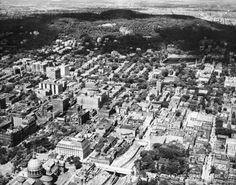 Vue aérienne de Montréal, vers 1925. VM97-3_01-060 Old Montreal, Montreal Ville, Montreal Quebec, Montreal Canada, Photos Du, Vintage Photography, Vintage Photos, City Photo, History