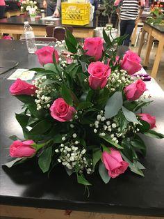 Funeral Flower Arrangements, Flower Arrangements Simple, Floral Centerpieces, Church Flowers, Funeral Flowers, Beautiful Rose Flowers, Silk Flowers, Fresh Flowers, Contemporary Flower Arrangements