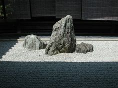 The Buddhist triad stone setting in Daisen-in a sub-temple of Daitoku-ji, Kyoto. The Buddhist triad stone setting in Daisen-in a sub-temple of Daitoku-ji, Kyoto. Small Japanese Garden, Japanese Garden Design, Japanese Gardens, Zen Rock Garden, Garden Stones, Kyoto, Dark Flower, Hydrangea Landscaping, Driveway Landscaping