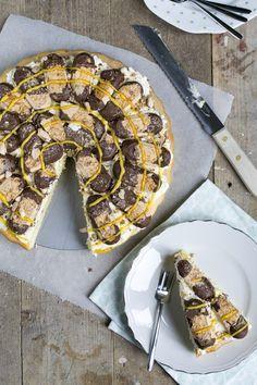 Tijd voor taart! Ik deel vandaag mijn versie van de bokkepootjes taart. Met dit…