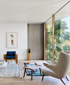Architecture firm Alterstudio has raised the glazed living room of this house in Austin, Texas, to avoid the roots of an oak tree that grows close beside. Bungalows, Houses In Austin, Glazed Walls, Architectural Section, Living Spaces, Living Room, Cozy Living, Oak Tree, Cheap Home Decor