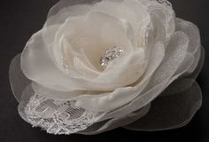 Bridal lace hair accessory - Ivory bridal flower -  Wedding airpiece - Hair clip and brooch - Rose flower