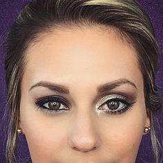 Schlupflider schminken funktioniert ganz einfach. Wir erklären euch, wie ihr hängende Augenlider mit Make-up ganz einfach kaschieren könnt. Under Eye Makeup, Eye Makeup Steps, Hooded Eye Makeup, Hooded Eyes, Makeup Tips, Natural Makeup For Brown Eyes, Makeup For Older Women, Creative Eye Makeup, Makeup Makeover