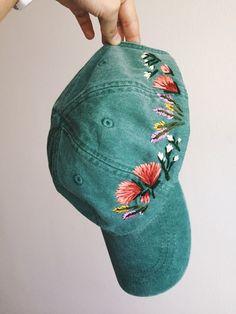 Embroidered cap idea for La. Embroidered cap idea for La. Look Fashion, Diy Fashion, Fashion Women, Fashion Hats, Spring Fashion, Bone Bordado, Bordado Floral, Embroidered Hats, Embroidered Baseball Caps