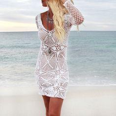Junto a los vestidos de crochet, los de estampado floral de estilo ancho, los de corte largo de gasa y los vestidos blancos, no puede faltar el mejor aliado, las joyas
