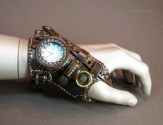 Steampunk watch/glove thing from Режу кожу - I cut leather--some really cool details and attachments here :) More pictures on the site, too! Something to keep in mind for potential future Steampunk gear accessories diy Часы ннннада? Gants Steampunk, Steampunk Gloves, Viktorianischer Steampunk, Design Steampunk, Steampunk Accessoires, Steampunk Gadgets, Steampunk Cosplay, Steampunk Clothing, Steampunk Fashion