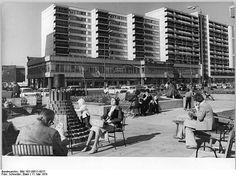 Berlin, Leipziger Strasse, Ladenstrasse, Wohnhochhauser May 1979