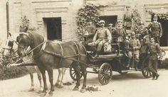 La foto es de la Brigada de Bomberos del Parque de Puerta de Toledo. Uno de los Integrantes es abuelo de Jose Luis Garcia-Belber actual presidente de la comunidad donde resido. La foto se fue tomada entre 1880 y 1920