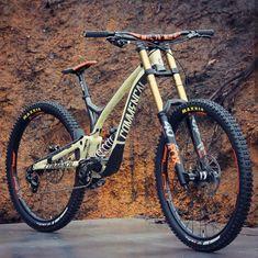 Whats your dream bike?😁 Louis Hamilton's crazy Commencal Supreme DH XL 29 . Trek Mountain Bike, Mountain Bike Shoes, Freeride Mtb, Montain Bike, Mt Bike, Downhill Bike, Cycling Girls, Bicycle Maintenance, Vw T1