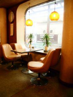 Retro Cafe, Vintage Cafe, Retro Interior Design, Cafe Interior, Retro Design, Cafe Shop, Cafe Bar, Cafe Restaurant, Shops