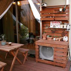 100均でベランダをおしゃれにDIY!簡単にできる方法をご紹介☆ | folk Outdoor Chairs, Outdoor Furniture Sets, Outdoor Decor, Patio Deck Designs, Diy Exterior, Cool Diy, Garden Art, Garden Ideas, Ladder Decor