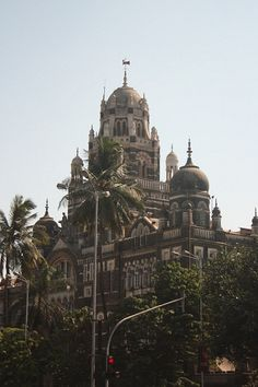 I can imagine India to be a complete shock to the senses - in a delightful way. Here is a list of things to do and see just in South Mumbai alone. Mumbai City, In Mumbai, Ancient Greek Architecture, Gothic Architecture, Amazing India, Visit India, India Travel, India Trip, Grand Mosque