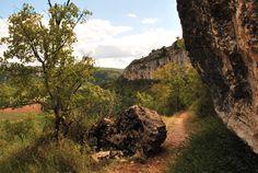Sur le chemin de Brengues, le gros caillou qui barre le parcours du GR...