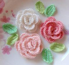 3 rosas de ganchillo con hojas YH 065-01 por YHcrochet en Etsy