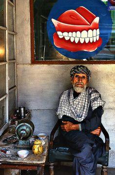 The Dentist, Pakistan by Sergio Pessolano, flickr