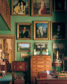 Old world green interior Decorating Your Home, Interior Decorating, Decorating Tips, Home Remodel Costs, English Country Decor, Green Rooms, Green Walls, Contemporary Home Decor, House Rooms