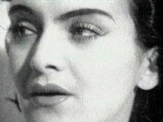 Maria Tanase http://www.ndhmusic.com/Telecharger-l-album-Un-tigan-avea.html