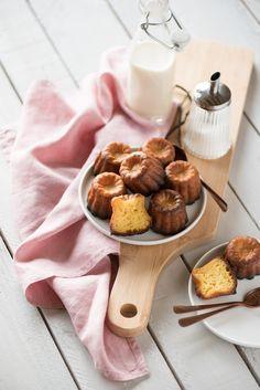 Une recette de cannelés bordelais délicatement parfumés à la vanille avec une petite pointe de rhum (pour la tradition). Rien que de bons ingrédients...