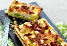 Porretærte med kylling, bacon og mandler - mums Danish Cuisine, Danish Food, How To Cook Eggs, Greek Recipes, Food Inspiration, Tapas, Foodies, Food Porn, Good Food