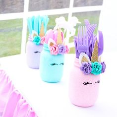 These mason jars are an easy DIY unicorn birthday party decor idea. Grab some jars, spray paint and construction paper and make these super easy unicorn themed birthday party tableware decor! Diy Unicorn Birthday Party, Bunny Birthday, Birthday Party Games, First Birthday Parties, First Birthdays, Llama Birthday, Unicorn Birthday Decorations, 5th Birthday, Birthday Ideas