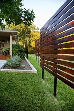Enjoy your relaxing moment in your backyard, with these remarkable garden screening ideas. Garden screening would make your backyard to be comfortable because you'll get more privacy. Privacy Fence Designs, Privacy Landscaping, Privacy Fences, Landscaping Ideas, Landscaping Software, Back Yard Privacy Ideas, Lattice Privacy Fence, Privacy Trellis, Lattice Screen