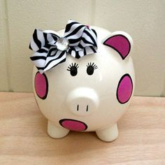 Teach kids about saving with a personalized piggy bank. Diy Arts And Crafts, Diy Crafts, Diy For Kids, Crafts For Kids, Pig Bank, Personalized Piggy Bank, Little Presents, Paint Your Own Pottery, Cute Piggies