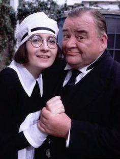 """Alf"" Stokes (Paul Shane) és a lánya Ivy (Su Pollard) -Csengetett Mylord? British Tv Comedies, British Comedy, Roaring Twenties, The Twenties, Dance Movies, Comedy Tv, Old Tv Shows, Lany, World Star"