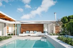 """Photo 6 of 15 in This Palm Springs Prefab Is a """"Living Lab"""" for its Designer Residents - Dwell Palm Springs Houses, Palm Springs Style, Palm Springs California, Southern California, Beach Houses, Beach Mansion, Modern Home Interior Design, Modern Design, Desert Homes"""