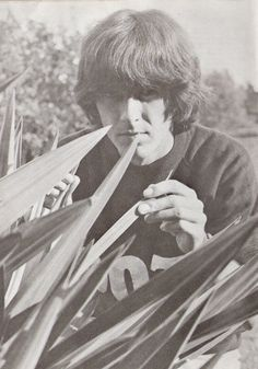 George in the garden of Kinfauns in from The Beatles Book monthly George Harrison, Beatles Books, Rock And Roll Fantasy, Georgie, Photo Souvenir, What Makes You Beautiful, Best Friends For Life, The Fab Four, Ringo Starr
