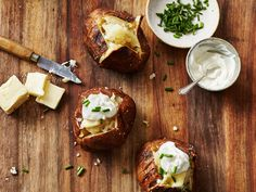 Learn the do's and don'ts for achieving a perfectly crisp-skinned and fluffy baked potato (hint: It's not the microwave), then masterour simple recipe.