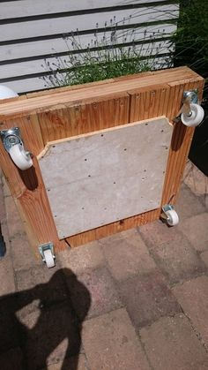 Mobile stand for the traffic light umbrella - building instructions to build yourself - . - Mobile stand for the traffic light umbrella – building instructions to build yourself – - Outdoor Furniture Plans, Balcony Furniture, Farmhouse Furniture, Support Mobile, Outdoor Umbrella Stand, Mobile Stand, Balcony Lighting, Upcycled Home Decor, Market Umbrella