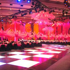 Eighteen hundred supporters gathered at the Metro Toronto Convention Centre (MTCC) for the annual Brazilian Carnival Ball.