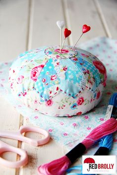 Dresden plate pincushion tutorial @ red brolly