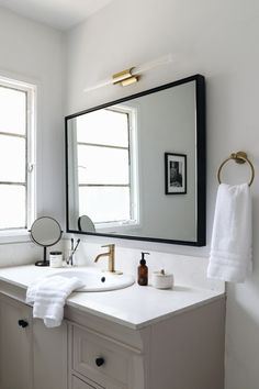 Bathroom with Brass Fixtures Best Of Weekend Bathroom Makeover with Boutique Hotel Vibes Anne Sage Brass Bathroom Fixtures, Bathroom Artwork, Bathroom Colors, Master Bathroom, Bathroom Ideas, Modern Light Fixtures, Interiores Design, A Boutique, Boutique Hotels