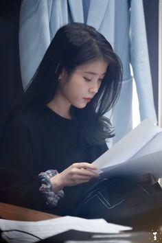Media Tweets by iu pics (@iu_archive) / Twitter Iu Twitter, Iu Hair, Icons Girls, Cute Korean Girl, Iu Fashion, Korean Celebrities, Korean Beauty, Ulzzang Girl, Aesthetic Girl
