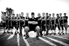 Really love this pose for a team! Baseball Team Pictures, Softball Team Pictures, Sports Pictures, Baseball Videos, Group Pictures, Softball Photography, Team Photography, Wedding Photography, Girls Softball