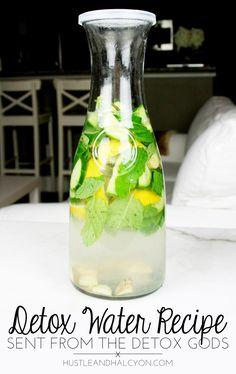 Simple, Daily Detox Water Recipe (AKA: Sassy Water) - Simple Detox Water ( AKA: no CRAZY ingredients ) for daily, refreshing detox! 'Sassy Water,' you kill it. Easy Detox Cleanse, Detox Tips, Healthy Detox, Detox Recipes, Vegan Detox, Detox Foods, Diet Detox, Sassy Water, Cucumber Detox Water