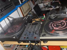 Console home studio -- 2 Technics - 1200 + 1210, etc.. 2007