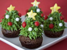 Looking for yummy Christmas cupcakes? Christmas is the time to indulge. You've avoided sweet treats like candies, chocolates and cupcakes all year. But Christmas calls [. Christmas Tree Brownies, Christmas Tree Cupcakes, Christmas Desserts, Holiday Treats, Christmas Treats, Christmas Baking, Holiday Recipes, Christmas Recipes, Holiday Cupcakes