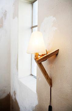 deze eikenhouten lamp met siliconen kap is geschikt als tafel of wandlamp scandinavian