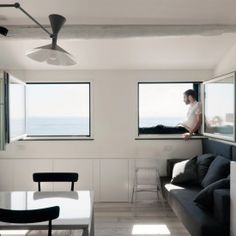 Harbour Attic is a minimalist house located in Genoa, Italy, designed by Gosplan.