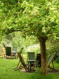 Orchard Tea Garden, Granchester - from 1909, when poet Rupert Brooke moved into Orchard House, to 1914, when the First World War began, the Orchard, with its wooden Tea Pavilion, provided a backdrop to a very remarkable group of friends......♔..