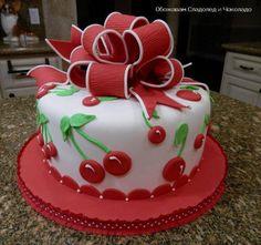 Dort marcipánový * třešně a červená mašle - k narozeninám.