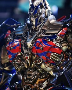 Guess what version this is? Grimlock Transformers, Transformers Movie, Transformers Optimus Prime, Spiderman Pictures, Super Anime, Gundam Wallpapers, Radios, Wolverines, Equation