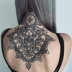 Best Tattoos On The Back That Will Make You Look Stunning; Back Tattoos; Tattoos On The Back; Back tattoos of a woman; Little prince tattoos; Backpiece Tattoo, Mädchen Tattoo, Tattoo Shirts, Tattoo Hals, Body Art Tattoos, Girl Tattoos, Tattoo Blog, Nape Tattoo, Tattoo Thigh