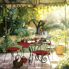 Round dining table  Lubéron