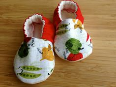 Organic baby clothes, Sweet peas, Garden baby,vegetarian baby, vegan baby, farmers market baby shower gift, greenbaby shoes